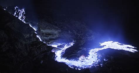 The Spectacular Blue ?Lava? of Kawah Ijen   Lost in Internet