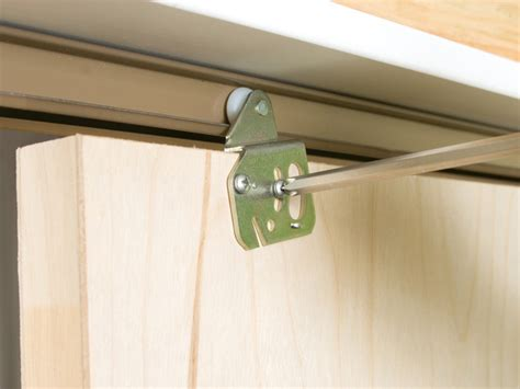 how to install sliding closet doors bukit