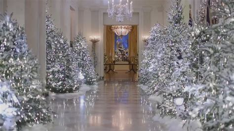 white house christmas decorations inside the white house melania trump criticized over cold and creepy white