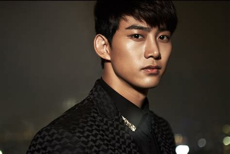 so ji sub ok taecyeon taecyeon de 2pm deja jyp entertainment y firma con una