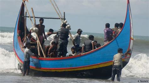 overcrowded refugee boat dozens missing as refugee boat sinks in bay of bengal