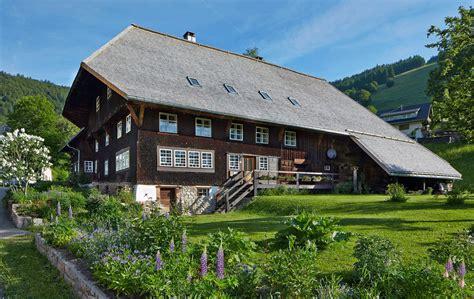 schwarzwaldhaus bauen bauernhaus denkmal wird familiensitz altbau hausideen