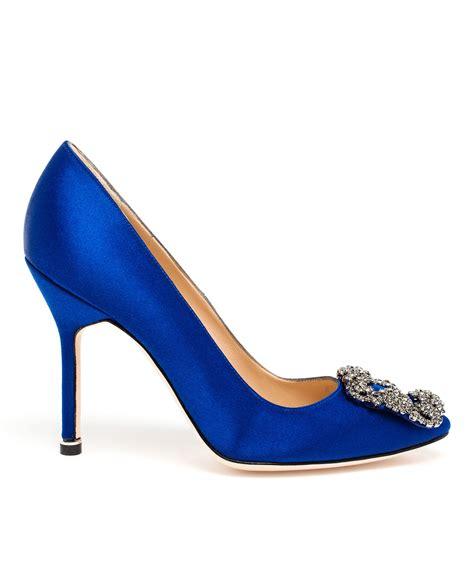 Pantofel Manolo Blahnik Satin lyst manolo blahnik hangisi embellished satin pumps in blue