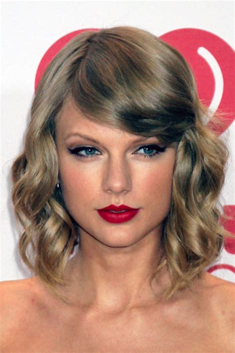 what colours does taylor swift use for ash blonde hair taylor swift wavy ash blonde sideswept bangs hairstyle