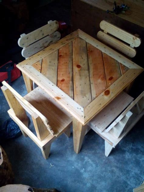 diy kids table and chairs diy pallet dining table and chairs for kids 99 pallets