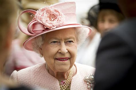 queen elizabeth ii uk pm cameron queen purred at scottish referendum result