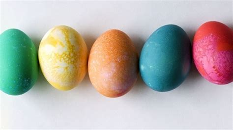 cara membuat telur asin warna warni yuk intip cara membuat telur rebus warna warni yang sehat ini