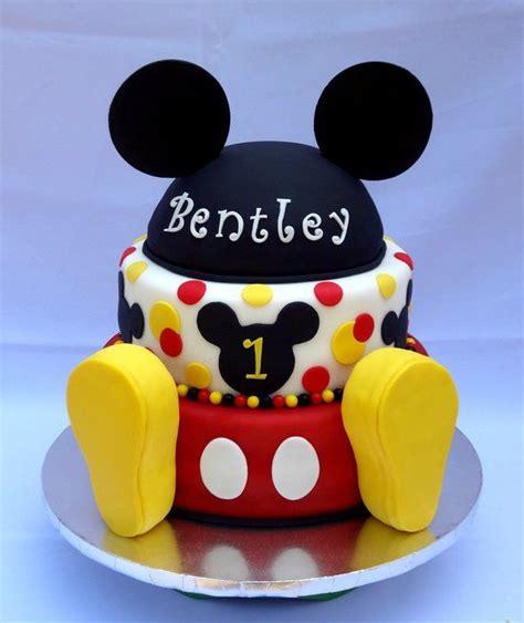 Disney Bathroom Ideas 25 Best Ideas About Mickey Mouse Cake On Pinterest