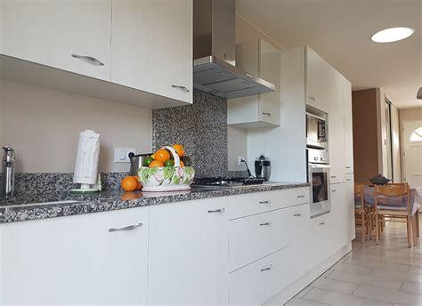 menuisier cuisine sur mesure menuisier damibois cr 233 ation d une cuisine sur mesure 224