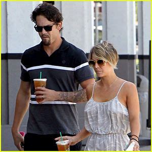 why did kaley cuoco cut her hair off kaley cuoco pictures in pixie haircut kaley cuoco big