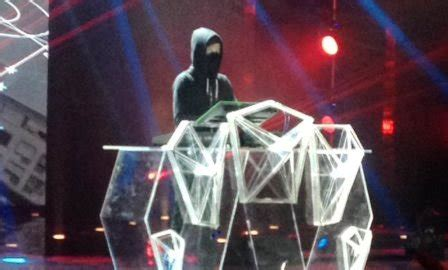 alan walker konser indonesia indonesian television awards 2016 alan walker panaskan