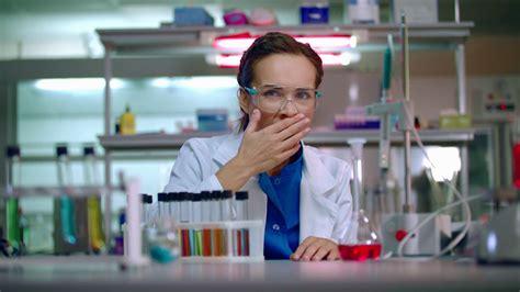 Jurnal Perempuan 47 Mengapa Perempuan Menolak ini alasan ilmiah kenapa masih sedikit perempuan yang menjadi ilmuwan