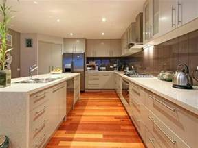 Kitchen Cabinets Islands Ideas by Classic Island Kitchen Design Using Laminate Kitchen