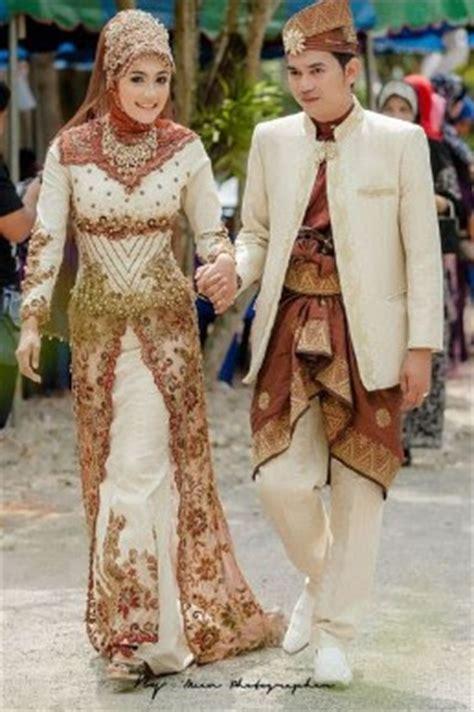 Gaun Pengantin Putih Krem kombinasi warna baju kebaya sesuai warna kulit untuk