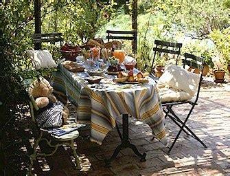 tavole apparecchiate in giardino tavola in terrazza e in giardino le regole per