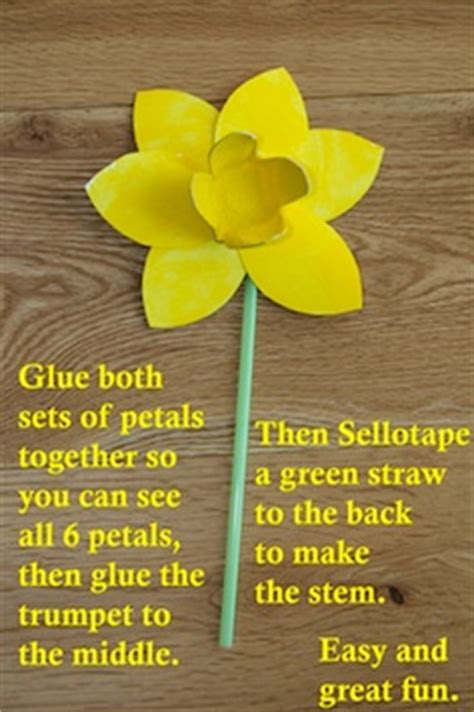 How To Make Paper Daffodils - hello a host of golden daffodil crafts things to