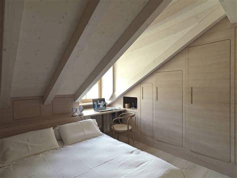 rivestimento tetto in legno una casa per le vacanze in mansarda mansarda it