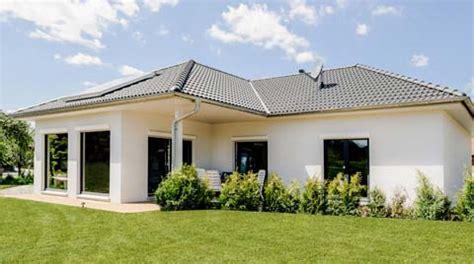 überdachung Kaufen by Bungalow Mit Doppelgarage Beste Bildideen Zu Hause Design