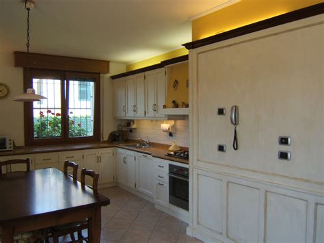 mobile per la cucina cucina con boiserie laccata fadini mobili cerea verona