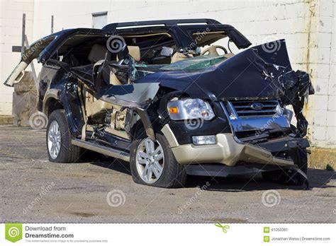 INDIANAPOLIS   CIRCA OCTOBER 2015: Totaled SUV Automobile