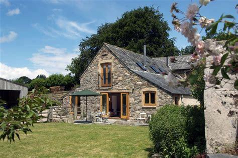 comfort wood cottage cotehele estate toad cottages