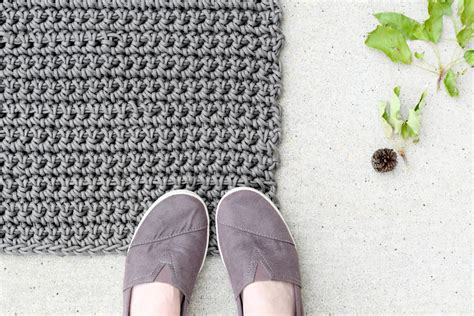 crochet rug pattern how to crochet an outdoor rug for beginners in a