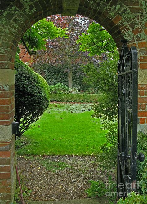 Traditional English Home Decor Old English Garden Photograph By Ann Horn