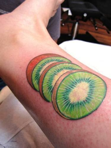 kiwi tattoo on leg