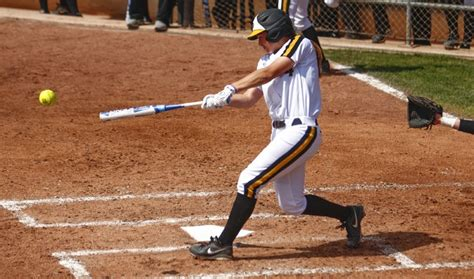 correct way to swing a bat how to use slow pitch softball bats 5 tips for improving
