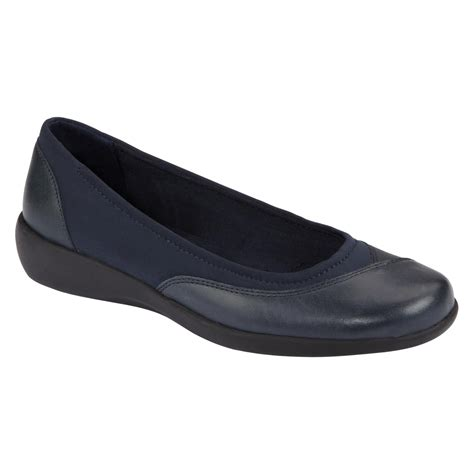 cobbie cuddlers womens eleanor casual shoe wide width navy