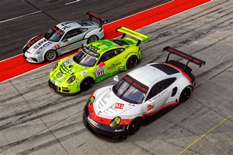 porsche racing we drive all the new porsche 911 race cars from tradition