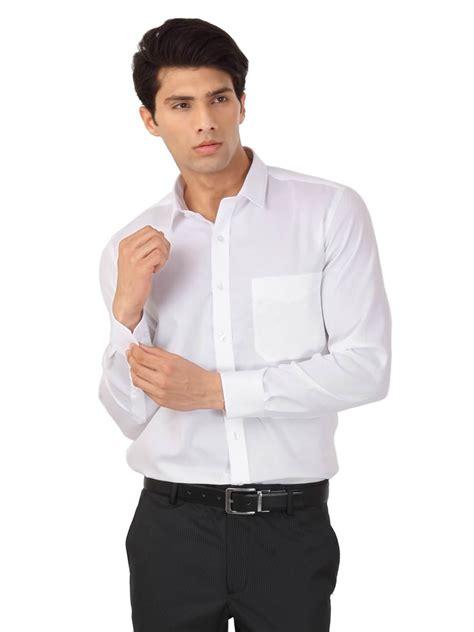 19643 Blouse Blackwhite نصائح الموضة عند ارتداء الرجل القميص الأبيض