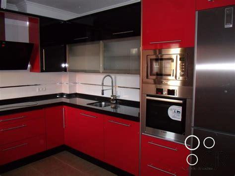 encimera roja muebles de cocina blancos con encimera roja azarak