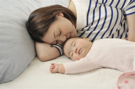 bed sharing with baby sweden warns of cot death risk of bed sharing with newborns