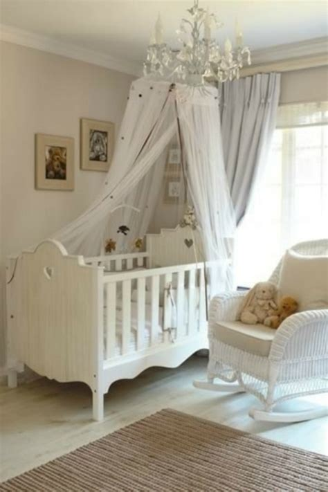 chambre bebe bois blanc le ciel de lit b 233 b 233 prot 232 ge le b 233 b 233 en d 233 corant sa chambre