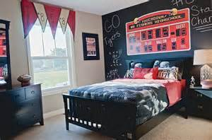 sports bedroom ideas boy s sports themed bedroom with scoreboard and chalkboard wall sports themed room