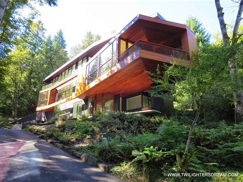 Cullen House by 8 Reasons To Save Up For That Trip To Portland Travel