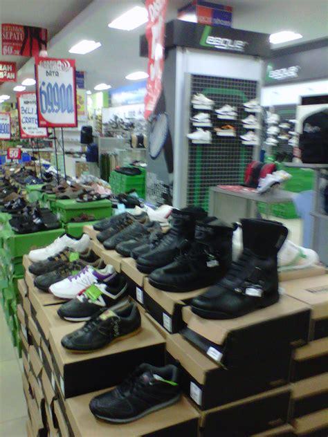 Toko Grosir Sepatu Yongki Komaladi mantab discount 50 untuk sepatu touring tomkins joe trizilo