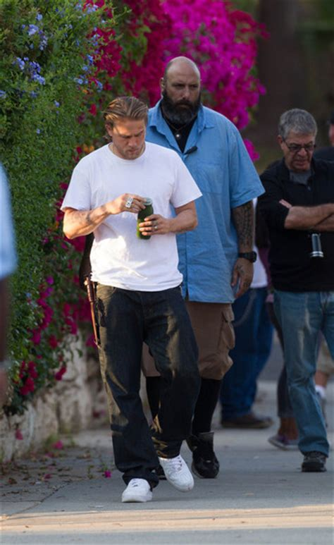 charlie hunnam and sienna miller spotted in botanic charlie hunnam photos photos charlie hunnam spotted on