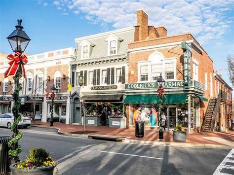 christmas shopping season begins in fredericksburg area
