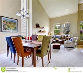 images libres de droits large beige bright living room