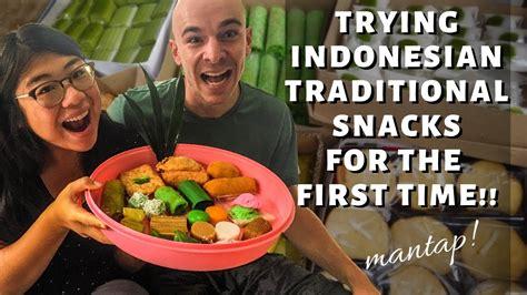 foreigner  jajan pasar indonesian traditional snacks