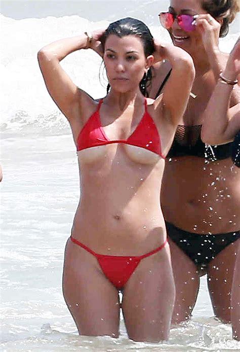 imagenes bikinis atrevidos kim and kourtney kardashian flaunt curves in skimpy