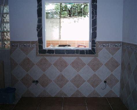 come piastrellare un bagno come rivestire con maioliche la parete intorno alla
