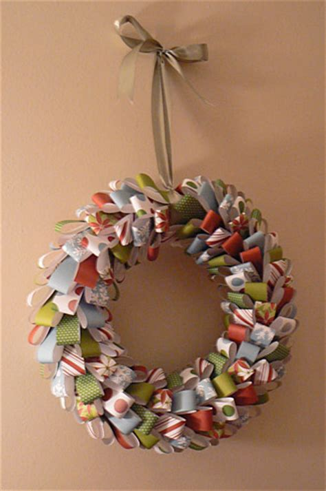 Make Paper Wreath - paper wreath tutorials paper crave