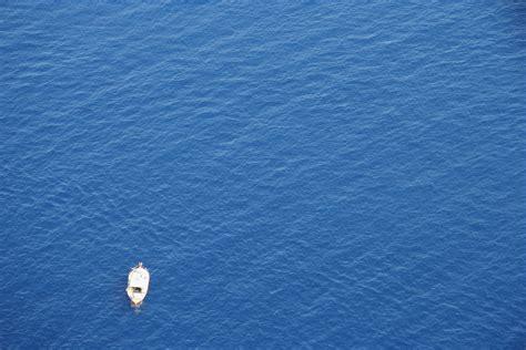 bluewater breeze boat deep blue sea free image peakpx