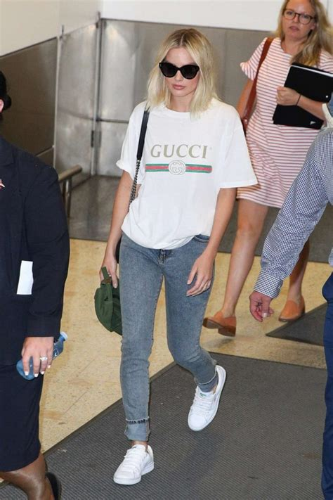 margot robbie in jeans margot robbie in jeans 15 gotceleb