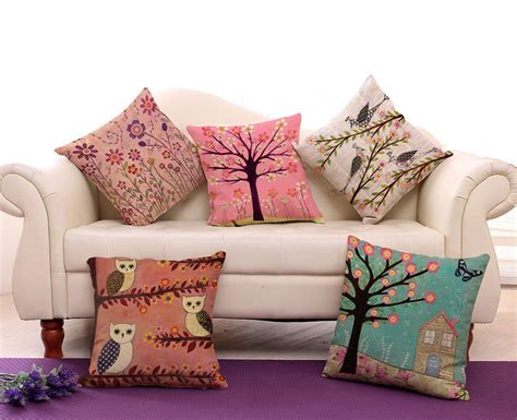 Modern Pillows For Sofas Living Room Living Room Pillows With Throw Pillows For And Purple Carpet Also Some