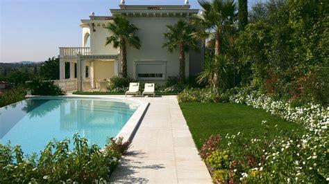 giardini villa giardino e piscina infinity per villa sul lago di garda