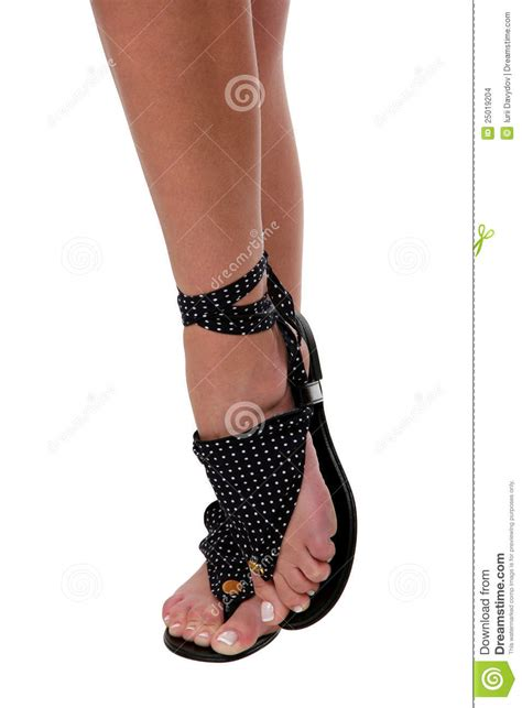 imagenes de sandalias hermosas piernas bonitas de la mujer en sandalias foto de archivo